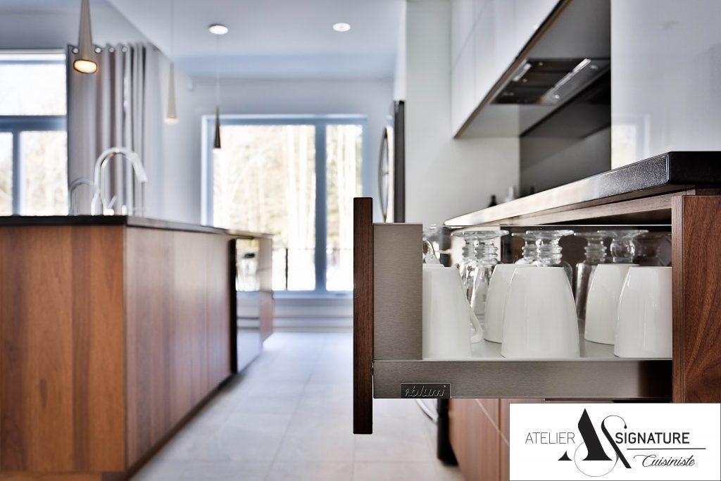 Armoire de cuisine moderne - Cusiniste Atelier Signature (7)