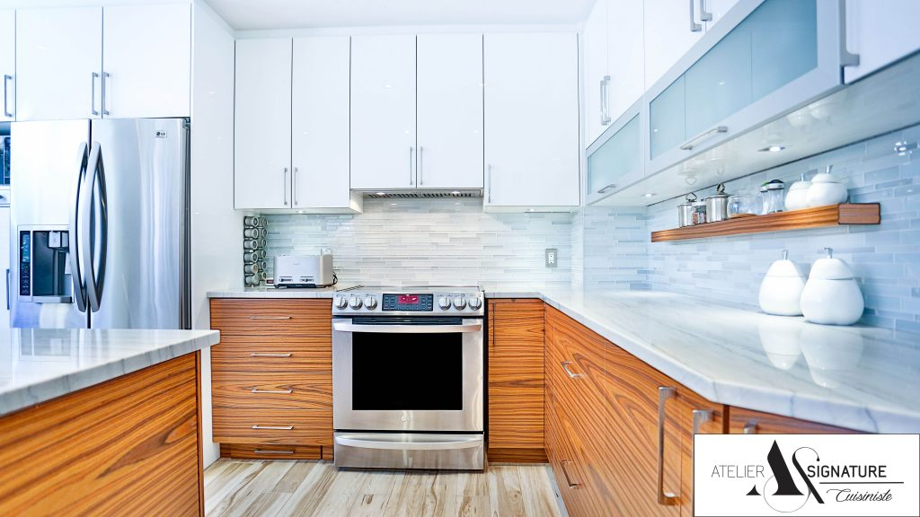 Armoire de cuisine moderne lustree et bois laval