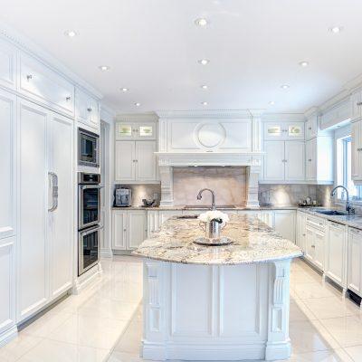 Armoire-cuisine-classique-Cuisiniste-Atelier-Signature